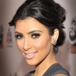 kim_kardashian_lips_kandeej.com