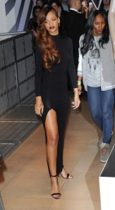 Rihanna+Long+Hairstyles+Long+Curls+BtjKzepfembl