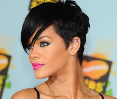 Short-hairstyle-with-fringe-from-singer-Rihanna5