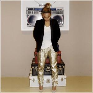 Beyonce_Goyard_luggage