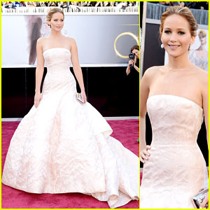 jennifer-lawrence-oscars-2013-red-carpet