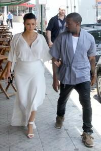 Kim-Kardashian-Kanye-West-Will-Smith-Rio-De-Janeiro-Brazil-029-491x738