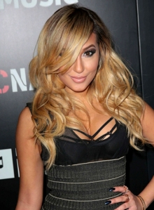 adrienne-bailon-long-tousled-wavy-blonde-hairstyle_01