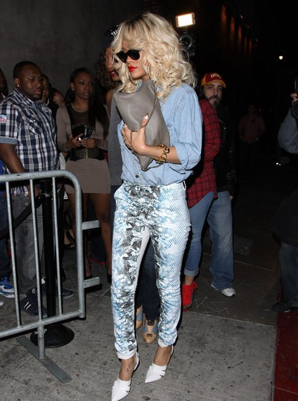 rihanna-Las-Palmas-Nightclub-Hollywood-alexander-wang-white-pumps-glamazons-blog
